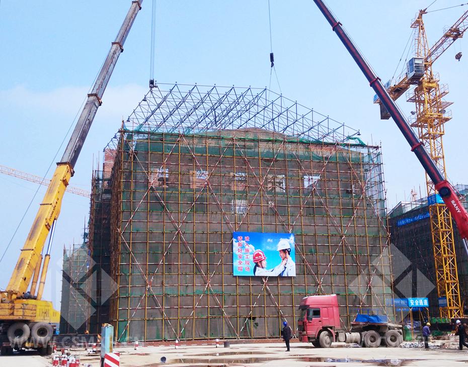 东方红,川塘小学完成屋顶钢结构吊装